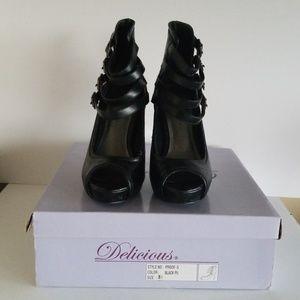 """Delicious black strappy 3"""" heels"""